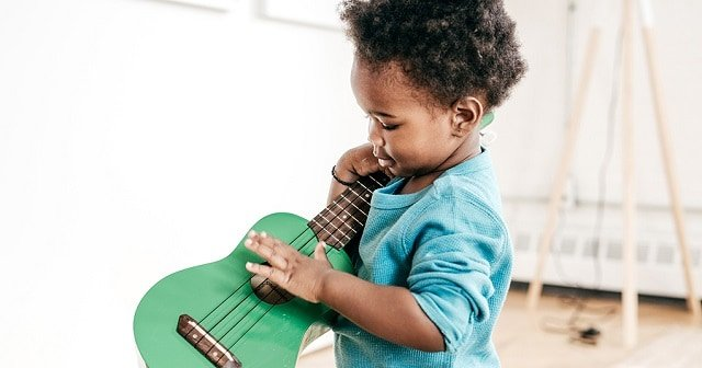 Toddler with guitar
