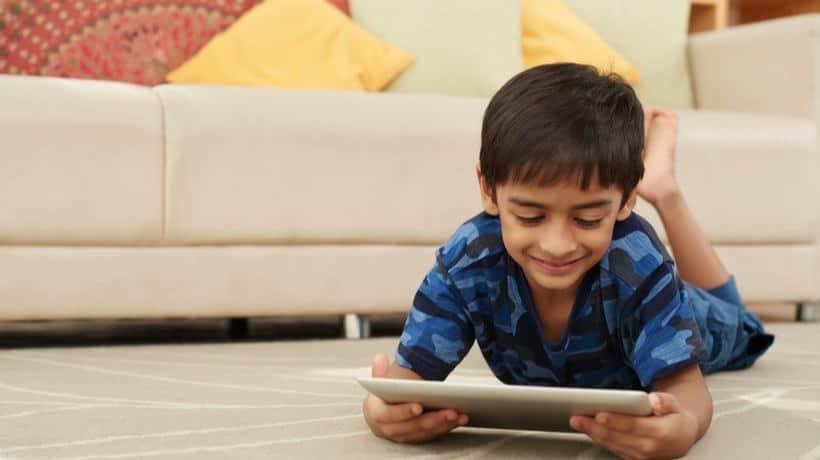 kids reading in mobile